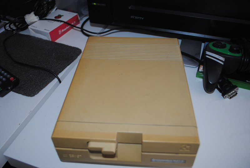 VDS : Divers (Zx81, mini mac, Atari STe, C64, Amiga 500.......) - Page 2 Dsc_0320