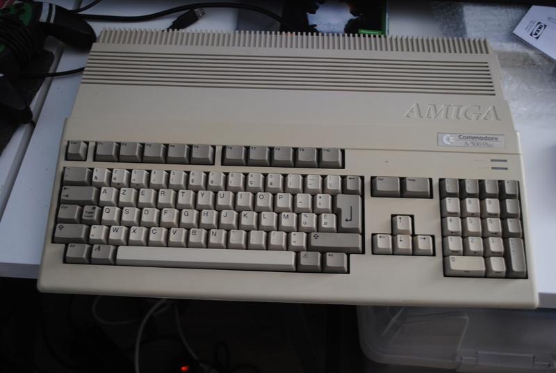 VDS : Divers (Zx81, mini mac, Atari STe, C64, Amiga 500.......) - Page 2 Dsc_0323