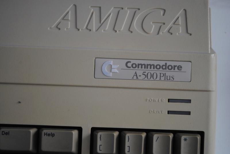 VDS : Divers (Zx81, mini mac, Atari STe, C64, Amiga 500.......) - Page 2 Dsc_0324