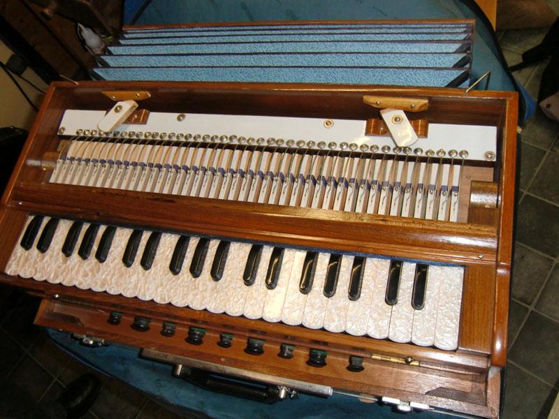 Harmonium indien à notes tenues Harm_i13