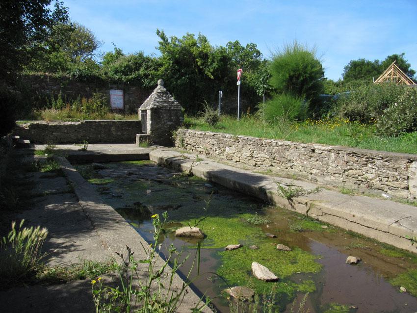 Des lavoirs, fontaines, bassins... Bourg-11