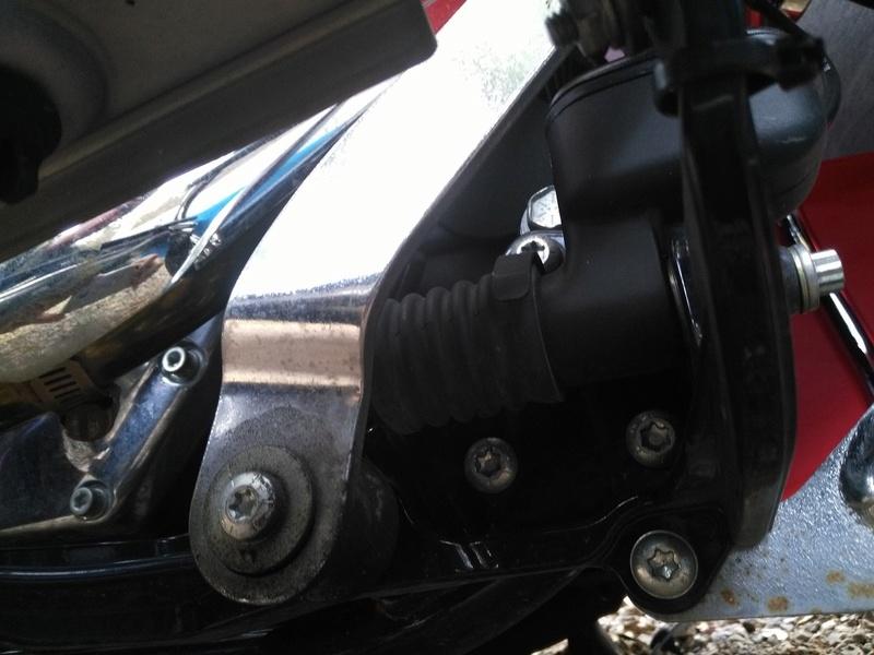 Réglage pédale de frein softail Dessou10