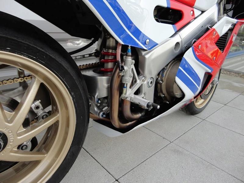 Honda RC 30 - Page 7 93d74410