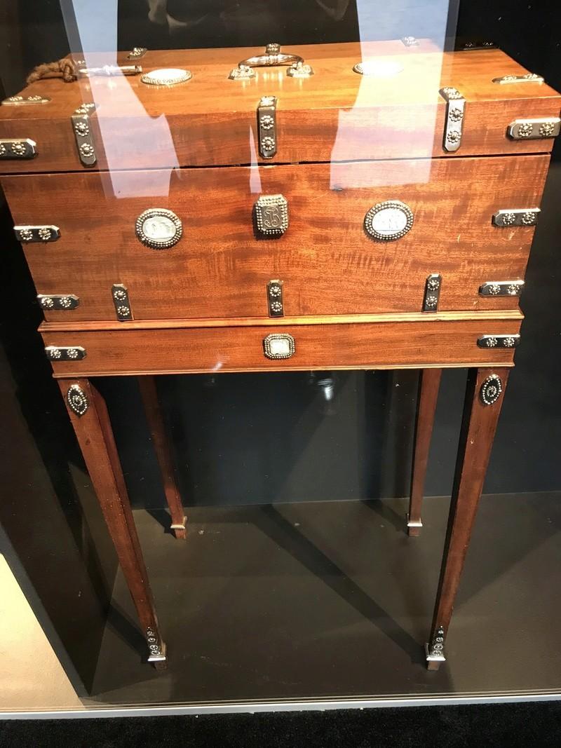 Rueil-Malmaison : Meubles à secrets, secrets de meubles 14c84710