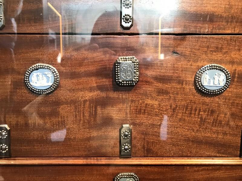 Rueil-Malmaison : Meubles à secrets, secrets de meubles 61dba110