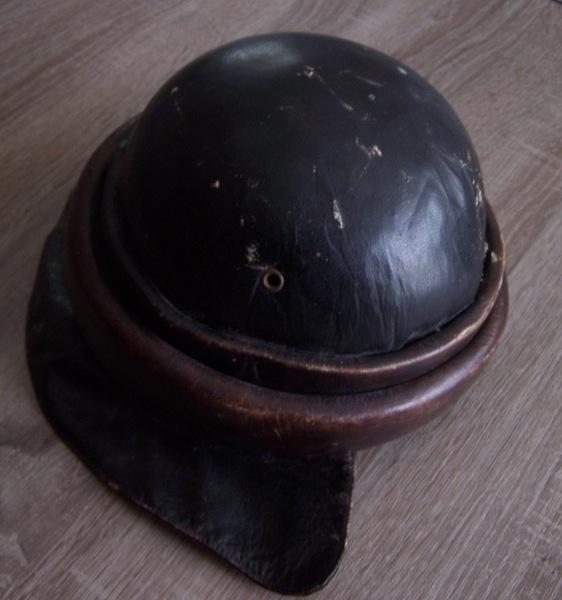 Deux casques à identifier SVP 100_1310