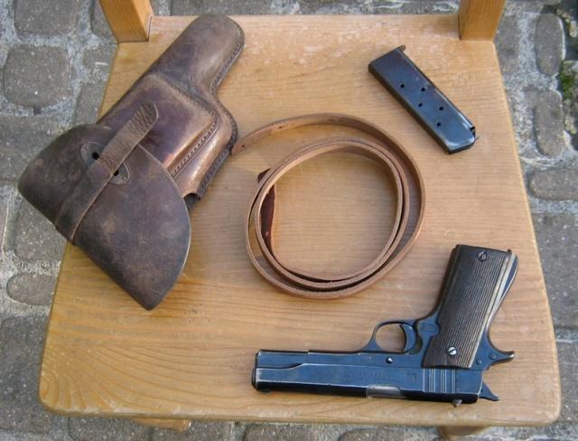 Un bel étui de pistolet à identifier Bal51010