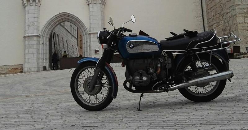 Photos de vous et de votre moto devant ....un château  - Page 15 Bmwcha10