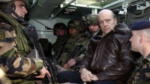 Juppé fête Noël avec les militaires français en Afghanistan  12229310