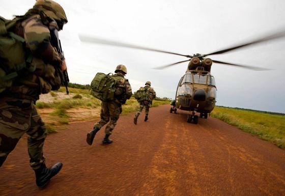 Les hélicoptères de la Force Licorne interdits de vol par Gbagbo Licorn10