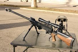 Le fusil de précision de 12,7 mm, de marque PGM, est muni d'une béquille articulée et d'un bipied. Untitl11
