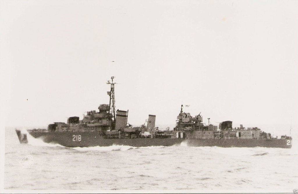ROYAL CANADIAN NAVY - LES DESTROYERS Cayuga10