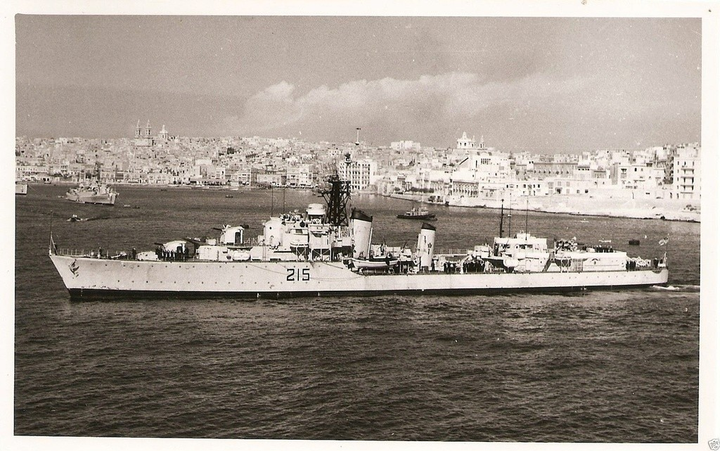 ROYAL CANADIAN NAVY - LES DESTROYERS Haida110