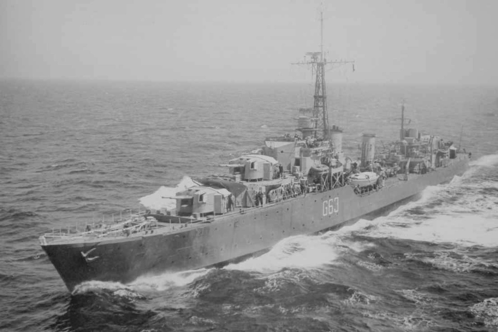 ROYAL CANADIAN NAVY - LES DESTROYERS Haida410