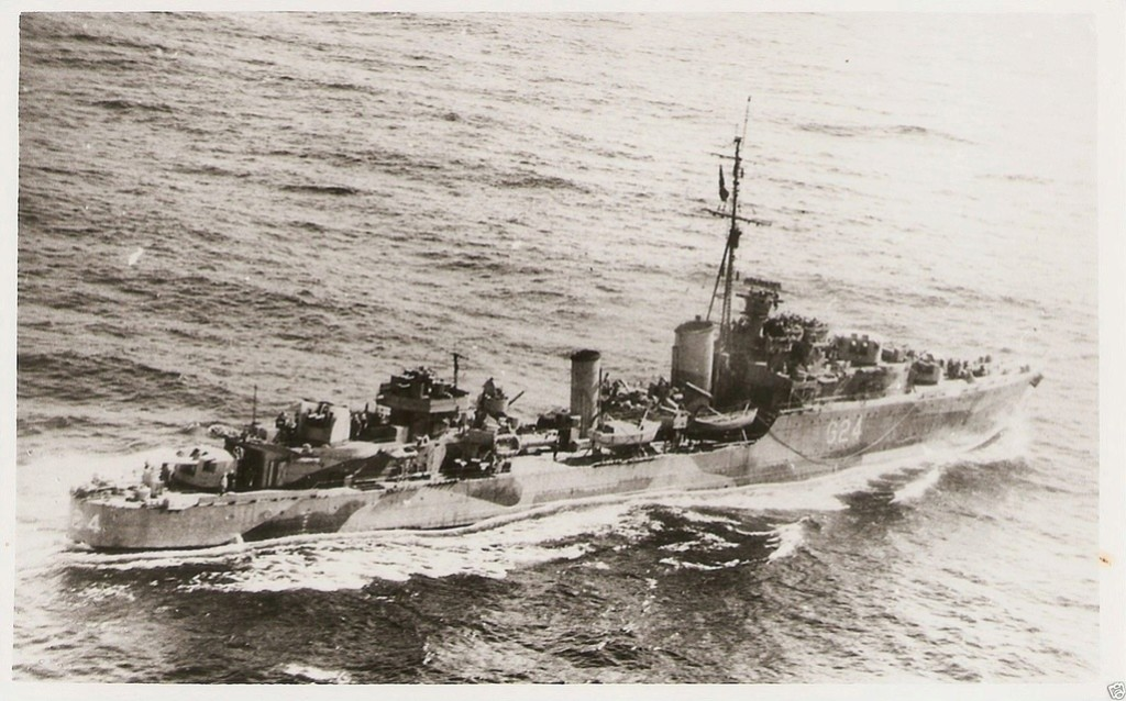 ROYAL CANADIAN NAVY - LES DESTROYERS Huron111