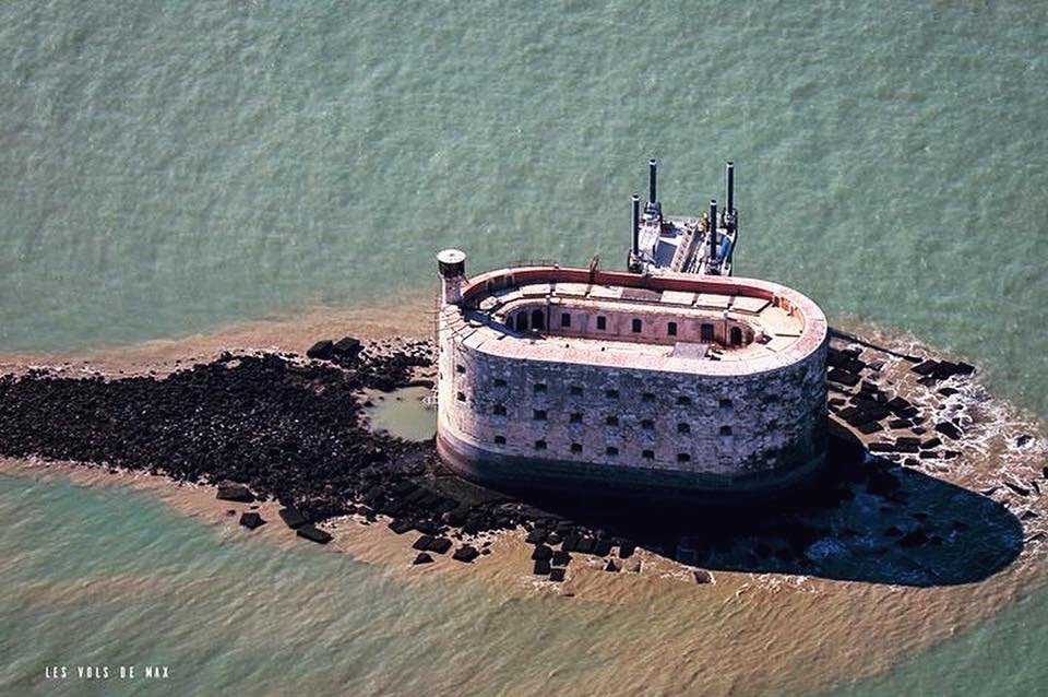 L'ancien brise-lame du Fort Boyard 26239310