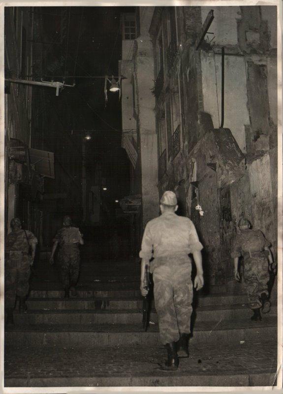 Photos souvenir  de l'Algérie en guerre 55/58 - Page 2 Alger_18