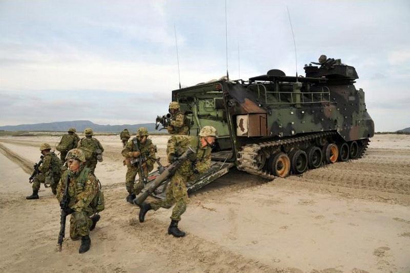 [interarmées] La force amphibie japonaise Aav711
