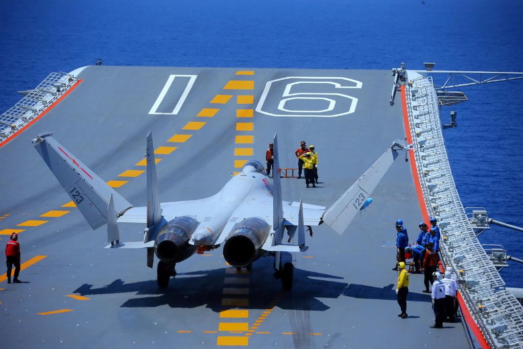 Porte-avions chinois - Page 2 Liao210