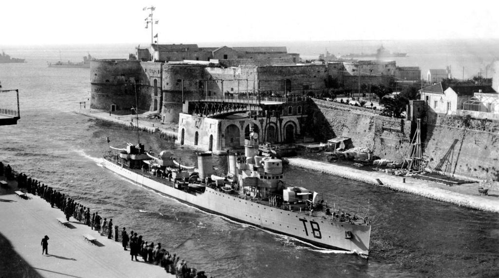 Destroyers italiens (Cacciatorpedinière) - Page 2 Turbin10