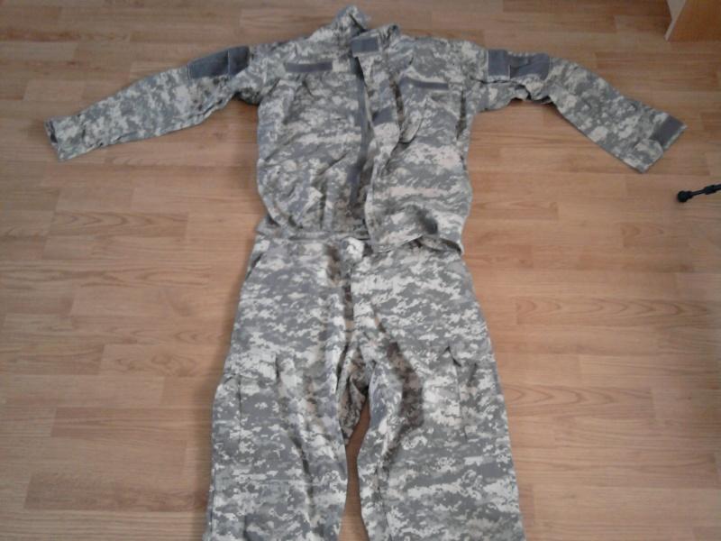 tenue complete + gilet tactique acu digitale gris  Photo010