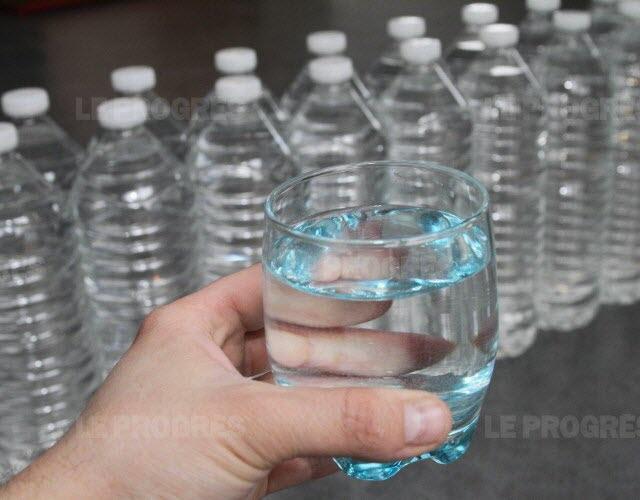Consommez-vous régulièrement de l'eau en bouteille ?  Consom12