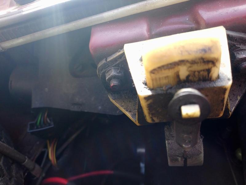 Panne ouverture capot moteur  Dsc_0859