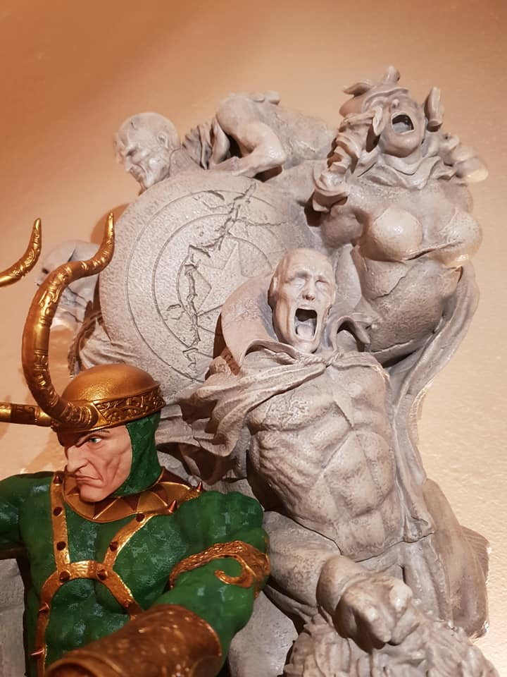 Statues et customs - Page 6 Loki_p12