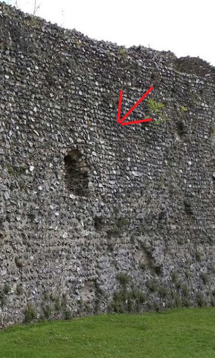 Le fantôme d'un moine photographié dans un château - Page 5 111
