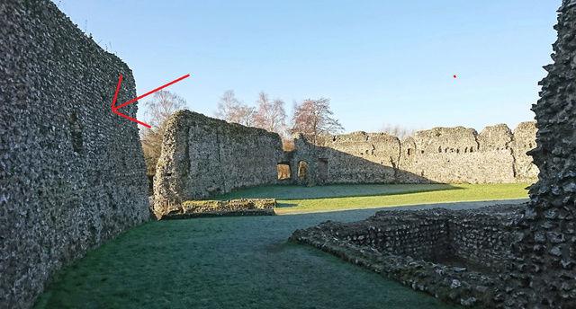 Le fantôme d'un moine photographié dans un château - Page 5 11110