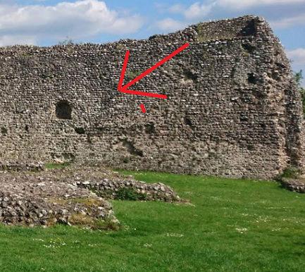 Le fantôme d'un moine photographié dans un château - Page 5 1111110