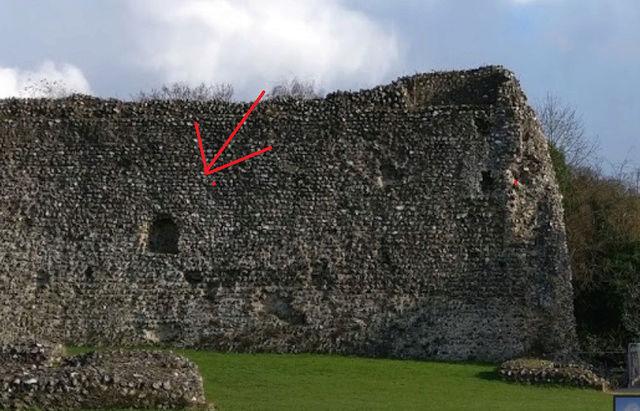 Le fantôme d'un moine photographié dans un château - Page 5 211