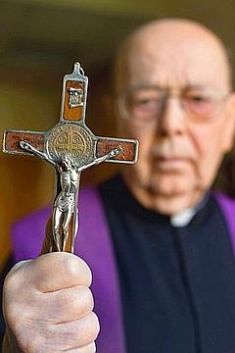 Un Prêtre condamné à l'Enfer nous parle lors d'un exorcisme ! Amorth10