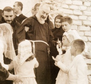 Prophéties : Un Grand Monarque sauvera la France - Selon l'Abbé Souffrant et le Père Pel ! Padre-10