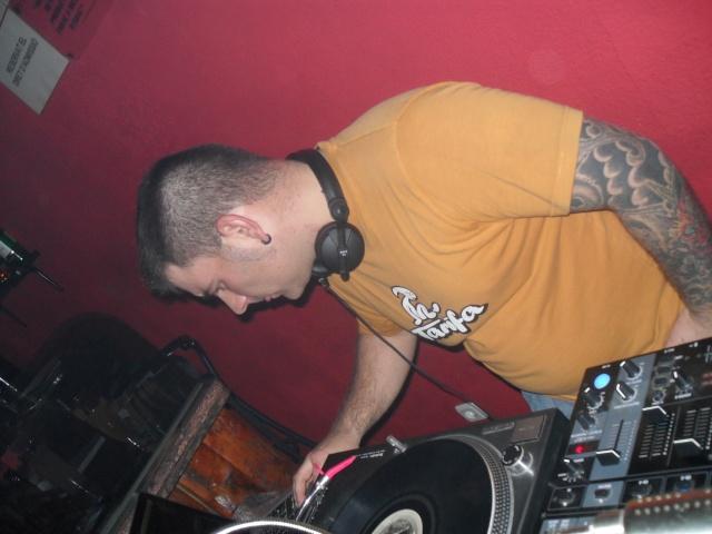 DJ.CARLITOS. PUB SON. DIA 19-3-11 Sam_1414