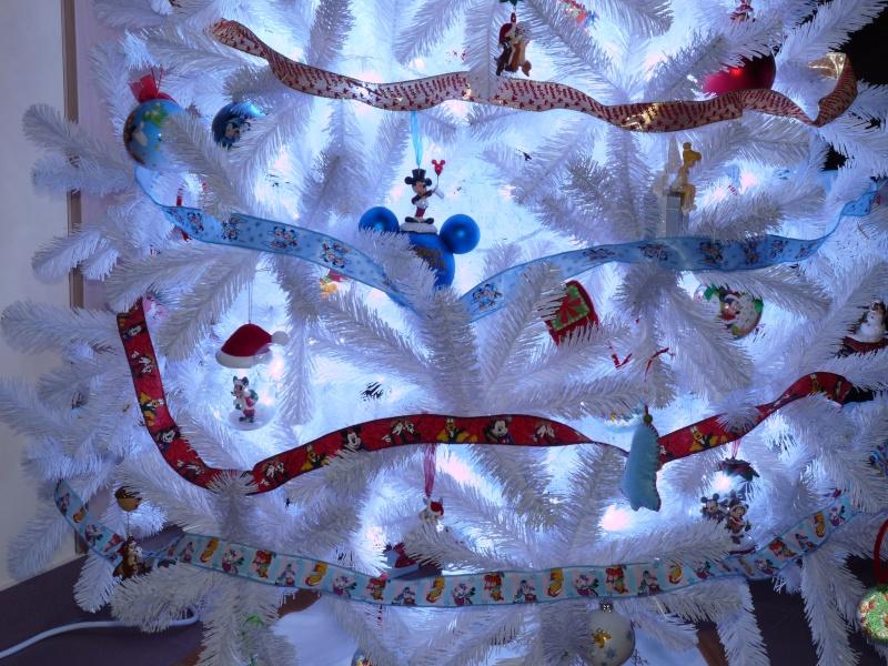 Vos décorations de Noël  - Page 5 P1070811