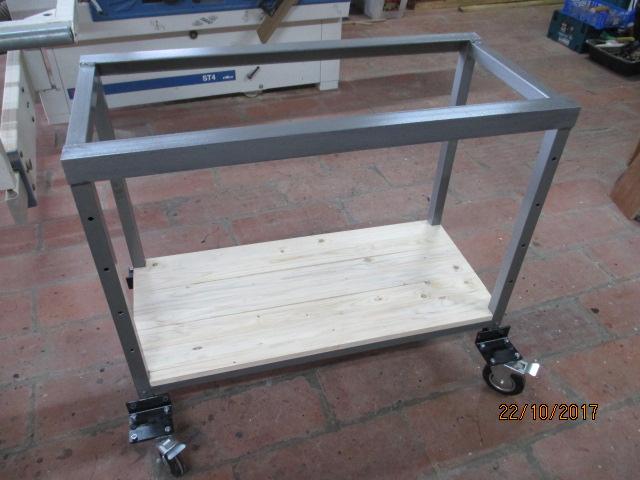 Petit établi mobile et Table de montage par jb53 Img_2220