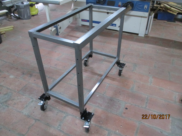 Petit établi mobile et Table de montage par jb53 Img_2221