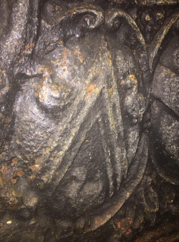 Armoiries alliance plaque cheminée 1695 4c8f2610