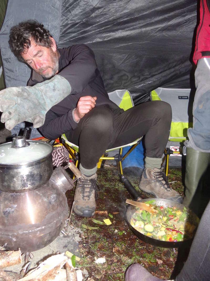 Un poêle dans une tente... Dsc05411