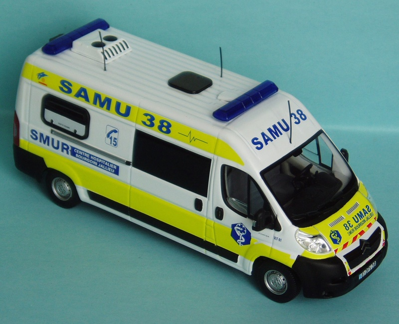 """Citroën miniatures > """"Ambulances, transports de blessés et assistance d'urgence aux victimes"""" 2009_j10"""