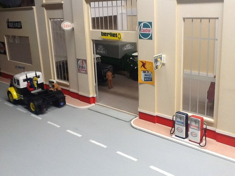Hervé WAGUET Garages et bâtiments divers miniatures au 1/43 Big-7011