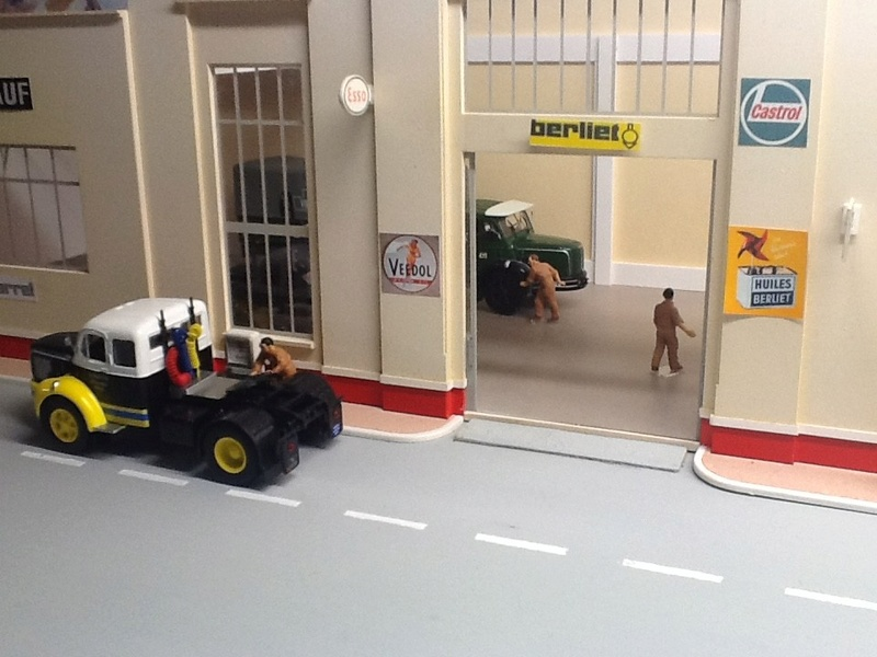 Hervé WAGUET Garages et bâtiments divers miniatures au 1/43 Big-7014