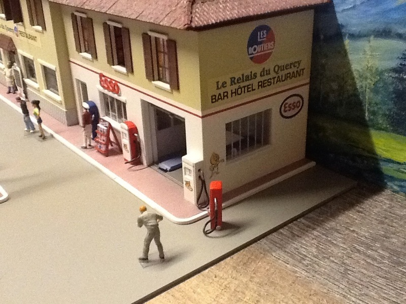 Hervé WAGUET Garages et bâtiments divers miniatures au 1/43 Big-7027