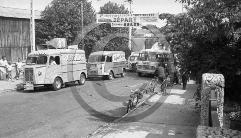 2015 > NOUVEAU > Hachette Collections + AUTO PLUS > La fabuleuse histoire des véhicules publicitaires - Page 8 Captur31