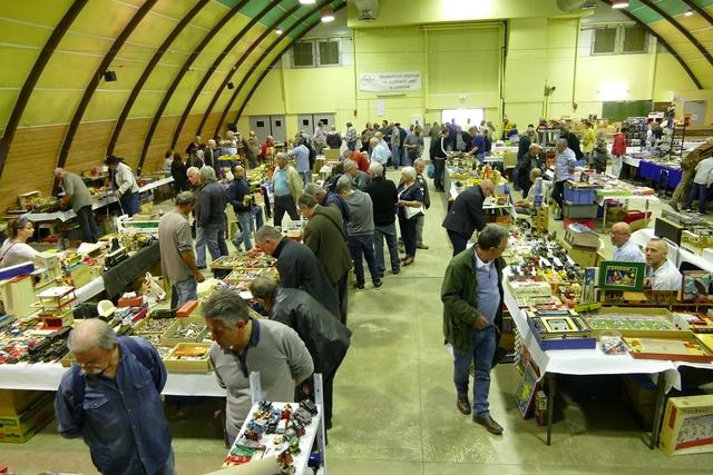 Bourse de Jouets Anciens organisée par : J.A.L.A. (63) P1080210