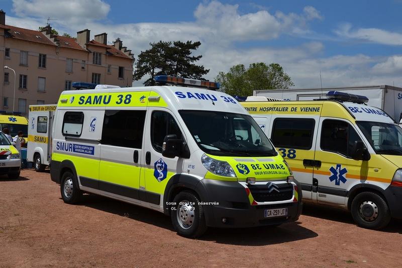 """Citroën miniatures > """"Ambulances, transports de blessés et assistance d'urgence aux victimes"""" Umh_bo10"""
