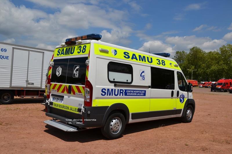 """Citroën miniatures > """"Ambulances, transports de blessés et assistance d'urgence aux victimes"""" Umh_bo11"""