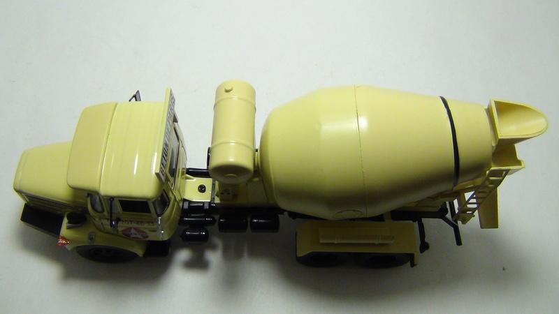 N°05 - Berliet PMH12 6X4 porte malaxeur   05_ber28