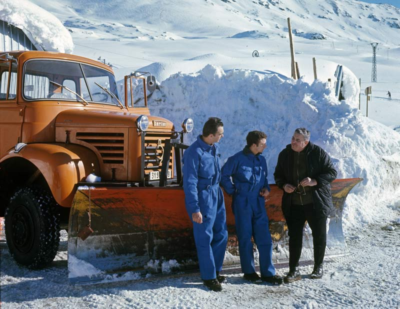 """N°10 - L 64-6 M3 4X4 cabine relaxe 1965 """"Chasse neige"""" Berlie13"""
